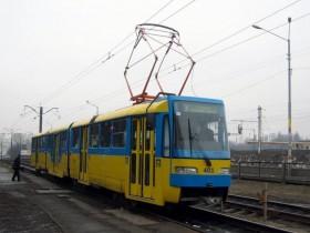 В Киеве из-за микроавтобуса парализовано перемещение трамваев