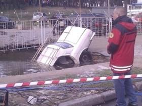 авто сорвался под асфальт