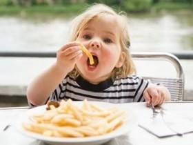 В Великобритании выручают детишек от ожирения, забирая их у опекунов
