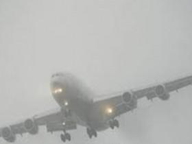 самолет в дымке