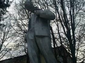 ленин без головы
