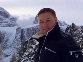 Стогний катается на лыжах в Альпах