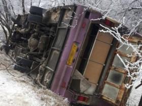 автобус опрокинулся