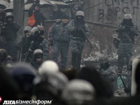 """""""Беркут"""" вновь начал стрелять на Грушевского. Поврежден активист"""
