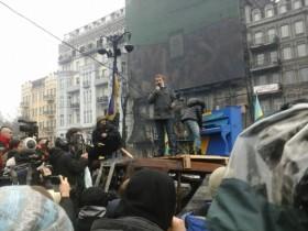 На баррикадах на Грушевского состоялся фортепианный концерт