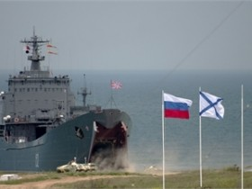 Российский флот заблокировал Севастопольскую бухту