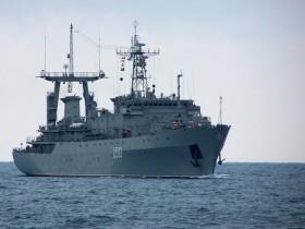 """Экипаж фрегата """"Днепр"""" отобразил атаку вооруженных людей"""