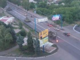 Колонна отечественных танков идет на Донецк (ВИДЕО)