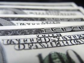 В автомобиле, ехавшем из Крыма, нашли 102 тыс долларов США