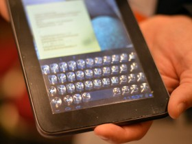 жидкокристаллический дисплей с пластичными клавишами