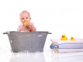 Как верно купать младенца