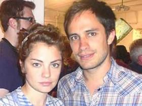 Гаэль Гарсиа Берналь с женой