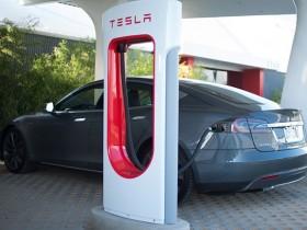 заправочная машина Тесла Supercharger