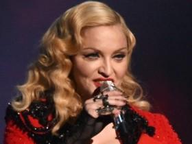 Мадонна упала с лестницы во время выступления (ФОТО, ВИДЕО)