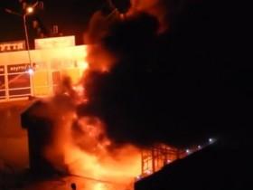 В Киеве на Позняках произошел сильный пожар (ФОТО, ВИДЕО)