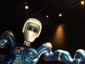 робот,Джастин
