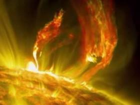 NASA показала миру мощную вспышку на Солнце (ВИДЕО)