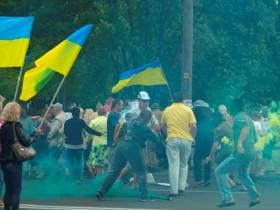 В Днепропетровске напали на митингующих против Порошенко