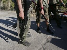 """Террористы """"ДНР"""" уничтожают украинскую символику"""