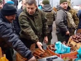 ВИДЕО:Захарченко оружием исследовал пунктуальность весов на рынке