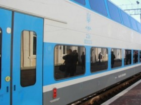трехэтажный поезд