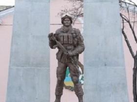 монумент героям Иначе