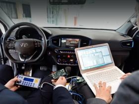 """В Лондоне продемонстрировали """"присоединенные авто"""" с новыми устройствами"""