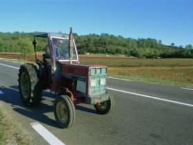 На територии Украины создают 6 тракторов в неделю