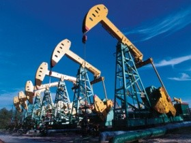 В первый раз на текущей неделе в Соединенных Штатах развиваются расценки на нефть