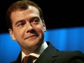 Медведев желает отличиться от Путина