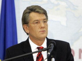 ПР: Ющенко и Тимошенко сохраняют народ лишь на словах