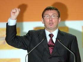 Луценко присоединил Официальная премьера  к вооружению украинцев