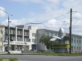 В Харькове на дорогу обрушились 4 спортивные опоры