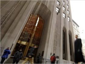 Прибыль Банк of New York Mellon снизилась вдвое