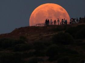 Каким видели лунное затмение в разных странах: фото