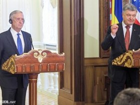 Джеймс Мэттис и Петр Порошенко