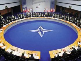 НАТО будет оповещать жителей России об автокране в Москве