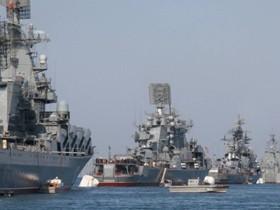 В Севастополе около генштаба ЧФ РФ прошел собрание
