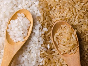 Белый и коричневый рис