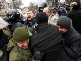 Стычки полиции и активистов