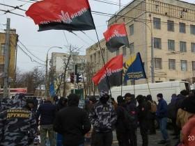Под Посольством РФ