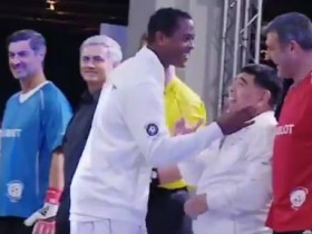 Клюйверт отказался пожать руку Диего Марадоне