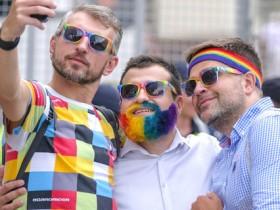Представители  ЛГБТ