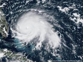 снимок урагана