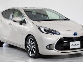 Toyota представила гибридный Aqua нового поколения