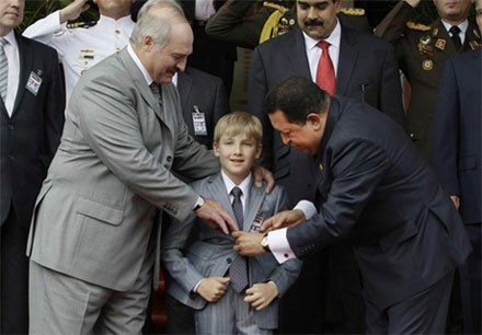 Лукашенко прибыл к Чавесу с старшим сыном