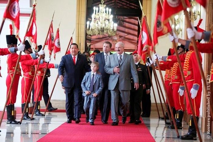 Лукашенко полагает, что его семья будет у власти еще 100 лет.