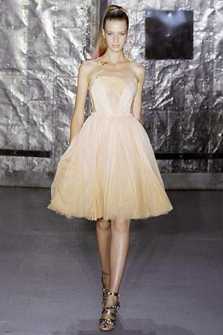 Бритни Спирс надела чужое платье для обложки альбома.