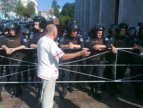 В Киеве  продолжают митинговать