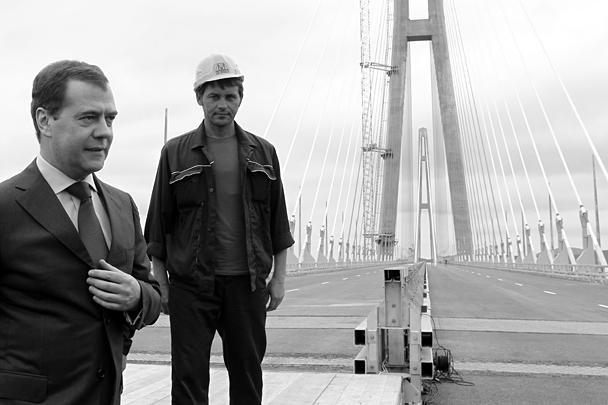 Во Владивостоке свежий мост закрыли на монтаж